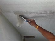 Удаление побелки с потолков